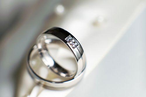 кольца с брилиантами из белогозолота