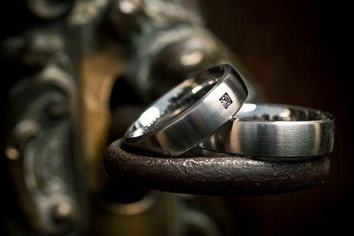 bfd0e8868fd8 Обручальные кольца из светлых металлов  когда серебро дороже золота ...